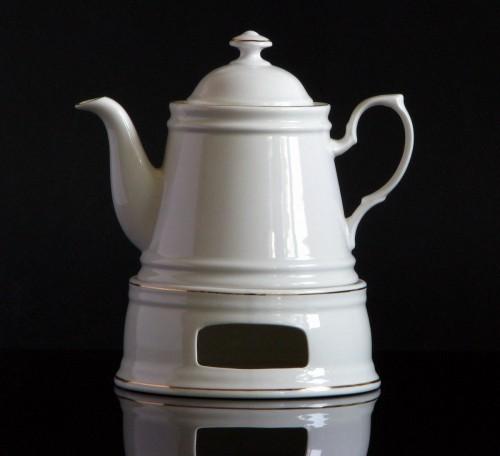 kitchen paradise teekanne mit st vchen retro aus keramik 0 66 liter wei mit goldfarbigem rand. Black Bedroom Furniture Sets. Home Design Ideas