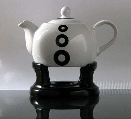 kitchen paradise teekanne mit st vchen japan aus keramik 1 0 liter wei schwarz. Black Bedroom Furniture Sets. Home Design Ideas
